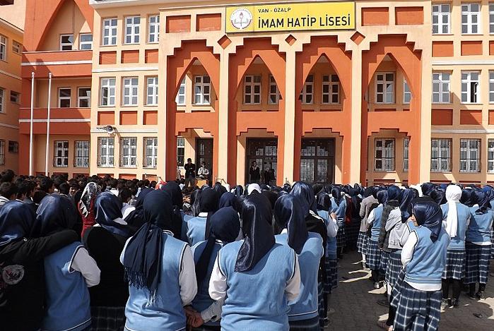 turkiye-deki-proje-imam-hatip-okullari